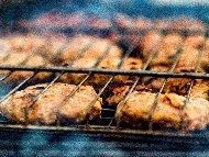 Печени телешки кюфтенца с моцарела на скара